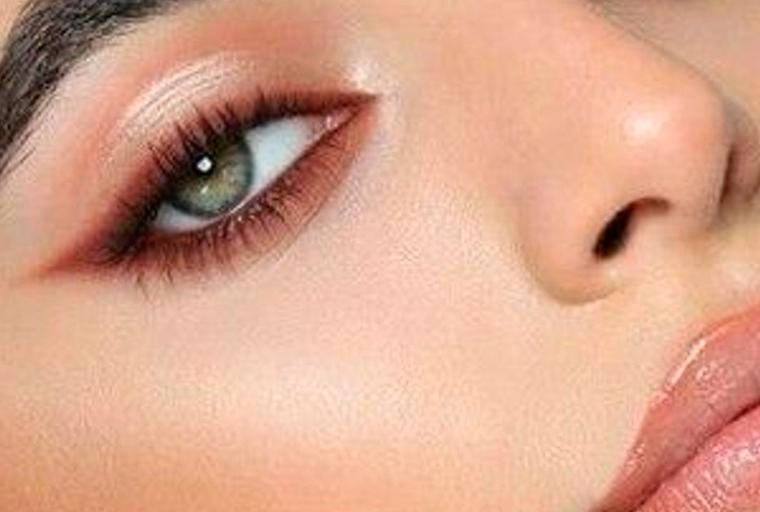 ombretto colorato trucco occhi